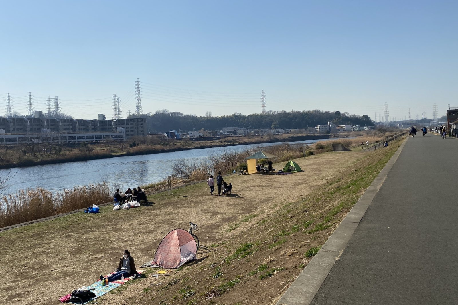 鶴見川河川敷